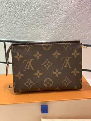 Louis Vuitton Toiletry 15 Authentic for Sale in La Habra Heights, CA