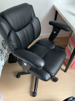 Almost new condition office chair with a desk give away for Sale in PECK SLIP, NY