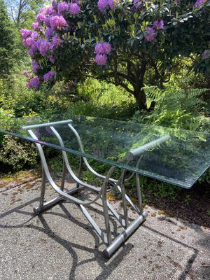 Glass table no cracks or chips! base included for Sale in Snohomish, WA