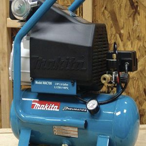 2.6 Gal. 2 HP Portable Electrical Hot Dog Air Compressor for Sale in Newark, NJ