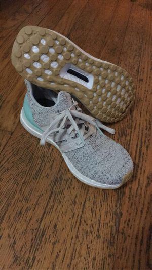 Adidas Ultra Boost Women's Running Shoes Clear Mint/Raw White/Carbon Sz 6 for Sale in Chattanooga, TN
