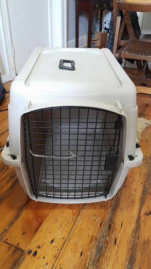 Plastic Pet Crate. Medium Dog Crate for Sale in Jersey City, NJ