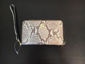 Michael kors Phone Case Wristlet for Sale in Wake Forest, NC