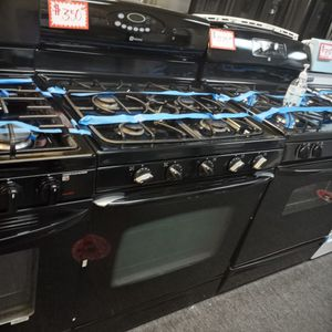 MAYTAG BLACK 5 BURNERS GAS STOVE WORKING PERFECT W/4 MONTHS WARRANTY for Sale in Baltimore, MD