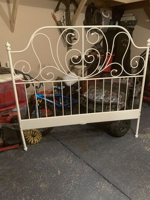 Queen bed frame for Sale in Monroe, NC