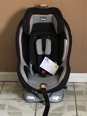 PRACTICALLY NEW CHICCO NEXT FIT ZIP CONVERTIBLE CAR SEAT for Sale in Riverside, CA