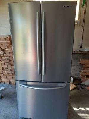 SAMSUNG BOTTOM FREEZER WITH ICE MAKER REFRIGERATOR for Sale in Hillsboro, OR