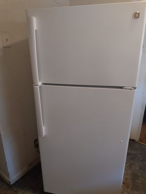 17cft GE refrigerator $425.00 for Sale in Detroit, MI