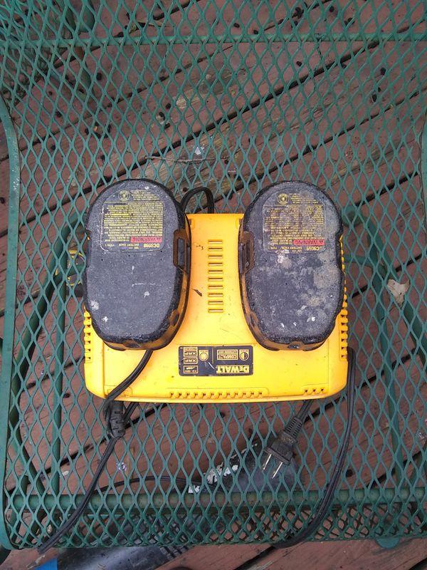 DeWalt 18v battery charger and 2 Batteries