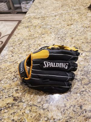 Spalding baseball right hand glove for Sale in Clovis, CA