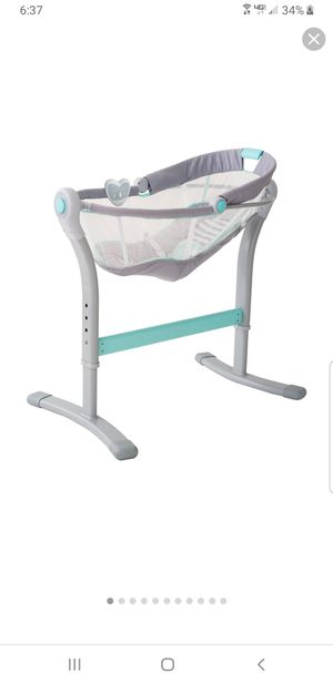 Swaddle me by your side bassinet for Sale in Traverse City, MI