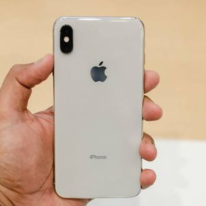 iPhone Xs Max Gold Color for Sale in Houston, TX