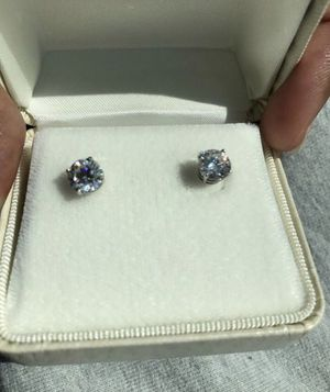 2 ct white gold screw back diamond earrings (lab created) for Sale in Miami, FL