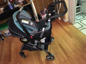 Graco click connect snap n go with car seat for Sale in Alexandria, VA