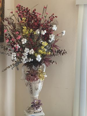 Vase / artificial flowers for Sale in Sacramento, CA