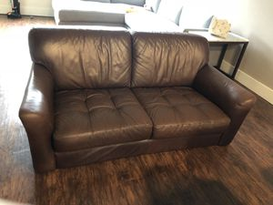 Brown leather 2 seater loveseat, barley used for Sale in Cleveland, OH