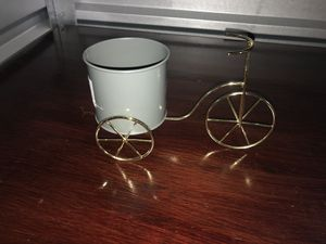 Tricycle Single Planter for Sale in Lindenhurst, NY
