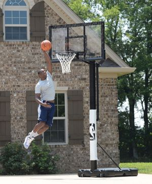 """Spalding NBA 60"""" Acrylic Screw Jack Portable Hoop System for Sale in Houston, TX"""