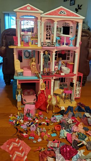 BARBIE DREAM HOUSE for Sale in Bakersfield, CA