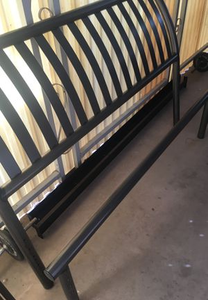 Queen size bed frame for Sale in Fort McDowell, AZ