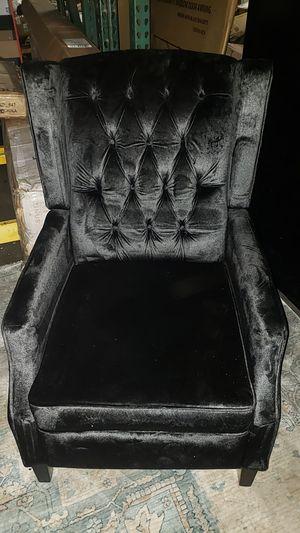 Keating traditional tufted back black velvet recliner for Sale in Fresno, CA
