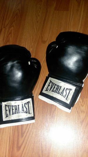 Boxing gloves for Sale in Oroville, CA