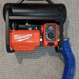 Milwaukee M18 Cordless Compressor for Sale in Lynnwood, WA