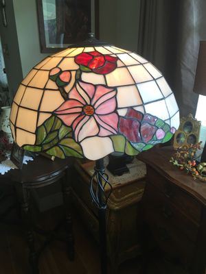 Pretty Tiffany style floor lamp for Sale in Anaheim, CA