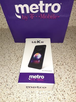A PACKAGE DEAL LG K30 & MOTO E5 for Sale in Mesquite, TX