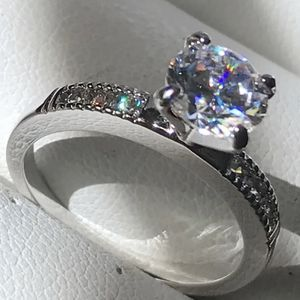 14k white gold ring size 6 for Sale in Los Angeles, CA
