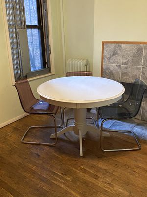 """Round Pedestal Base Dining Table 44"""" White finish. Antique look. for Sale in Queens, NY"""