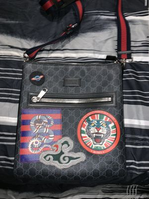 Gucci messenger bag, comes with receipt, shopping bag, and gift box for Sale in Baltimore, MD