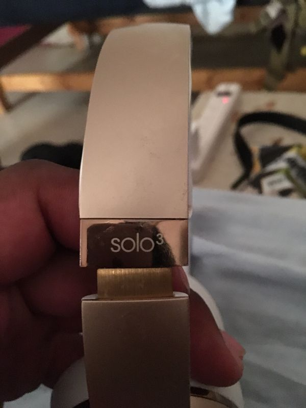 Beats solo 3 wireless gold headphones looking to trade or sell for $170