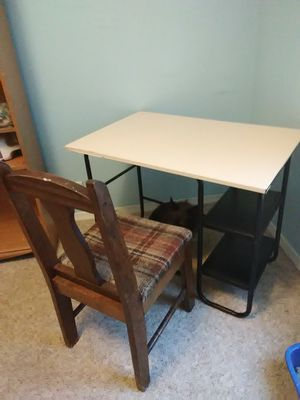 Desk and chair for Sale in Smithfield, PA