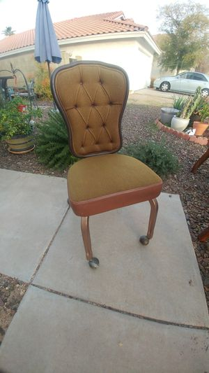 Vintage great condition rolling cushion office desk chair for Sale in Peoria, AZ