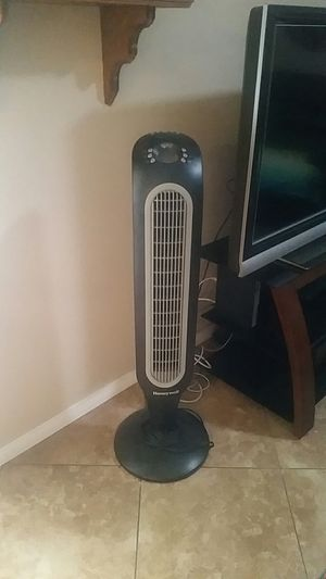 Honeywell Oscillating Tower Fan with remote for Sale in Las Vegas, NV