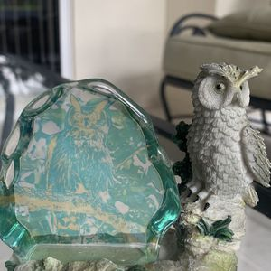 """Vintage glass owl paperweight figurine statue Approx 3.5"""" x 4"""" In good condition for Sale in Hobe Sound, FL"""