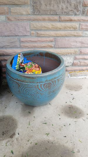 FLOWER POT for Sale in Cleveland, OH