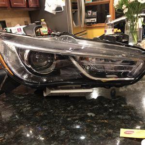 2019 Infiniti Q60 Headlight for Sale in Westchester, IL