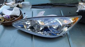 2005 2006 Toyota Camry headlight replacement for Sale in Auburn, WA