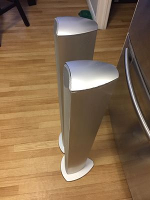 Beautiful Advent slim tower speakers for Sale in Riverview, FL