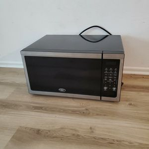 Microwave Oster for Sale in Irvine, CA