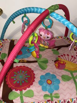 Bright starts baby play mat for Sale in Dinuba,  CA