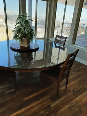 Beautiful round table with chairs for Sale in Eagle Mountain, UT