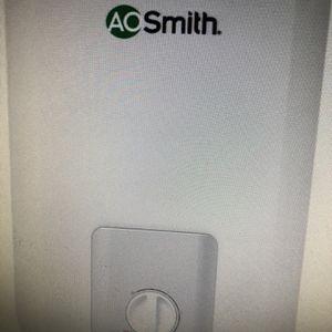 Electric Water heater 2.5 Gallon 1500 Wyatt for Sale in Turlock, CA