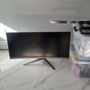 Asus Curved Monitor for Sale in Bayonne, NJ