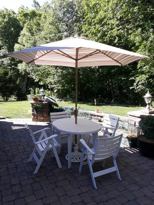 5 Piece Outdoor Patio Table and Chair Set with Umbrella for Sale in Washington, IL