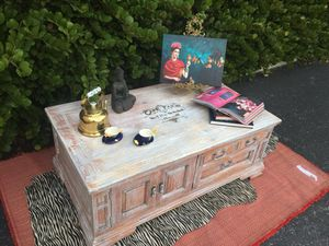 White Wash Shabby Chic Coffee Table for Sale in Miami, FL
