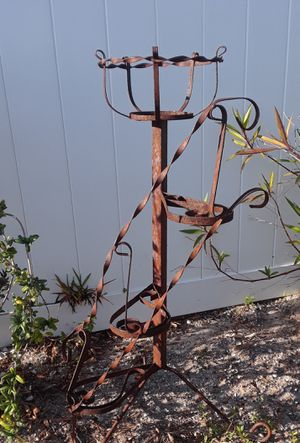 Old unique iron rusted plant stand for Sale in Ruskin, FL