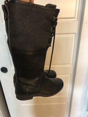 Size 6 uggs never worn for Sale in Denver, CO